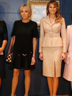 A imprensa francesa não é nada simpática quando o assunto é a primeira-dama. No encontro com Melania Trump, na Bélgica, o que ficou em evidência foi o comprimento da saia de Brigitte