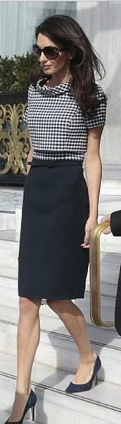 O modelo do vestido é lindo, mas ela está magra demais