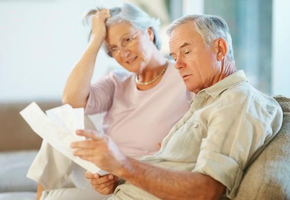 Para ter acesso à aposentadoria o governo propôs a idade de 65 anos para homens e mulheres – essa idade mínima já caiu na negociação para 62 anos para as mulheres, permanecendo em 65 anos para os homens -  e 25 anos de contribuição