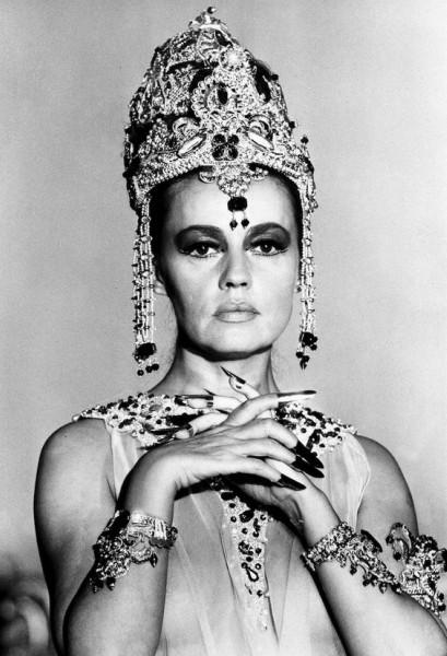 A atriz no filme Mata Hari, de 1964
