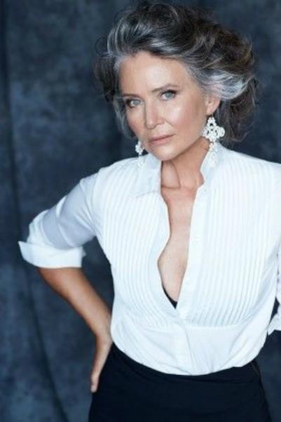 """Outro lindo exemplo da chamada mulher """"ageless"""" - literalmente, sem idade"""