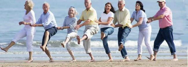 O mundo tem cada vez mais velhos - muitos deles  bem ativos ainda