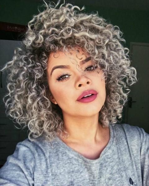 Boa parte das mulheres não alisam mais o cabelo