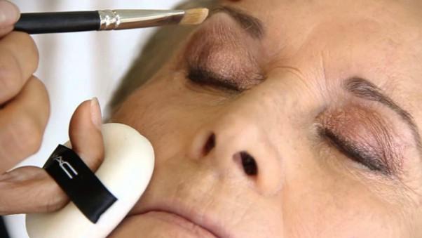 Resultado de imagem para maquiagem mulher madura