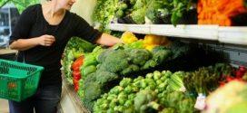 Quatro hábitos alimentares que prejudicam quem já passou dos 50