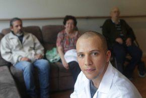 Cuidador de idosos: profissão que mais cresceu no país em 10 anos