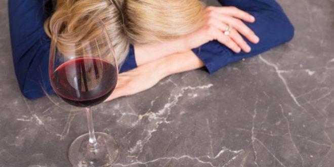 Gosta de beber? Veja o que o álcool faz no corpo após os 40 anos