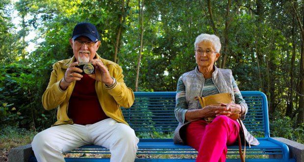 Pessoas que já passaram dos 60, mas se sentem bem mais jovens