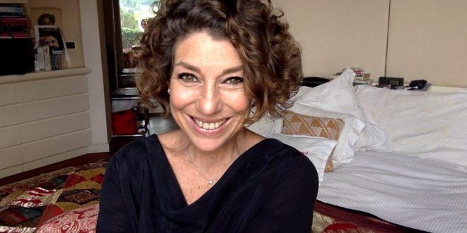 """Consuelo Blocker ensina a fazer uma boa maquiagem """"rapidinho"""""""