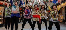 Septuagenárias, elas cantam e dançam saudando líderes do G20