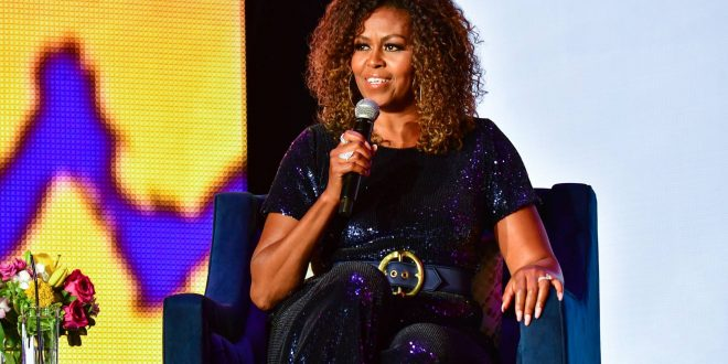 Michelle Obama solta cabelo e reafirma defesa da diversidade