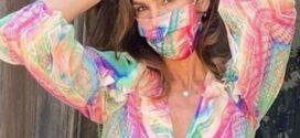 Com uma infinidade de estampas e cores, a máscara cria um estilo