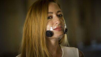 Foto de Máscara transparente traz de volta o batom e a leitura labial