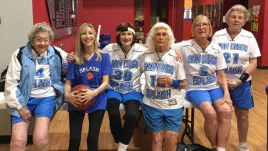 Foto de Mulheres de mais de mais de 60, 70 e 80 anos jogadoras de basquete